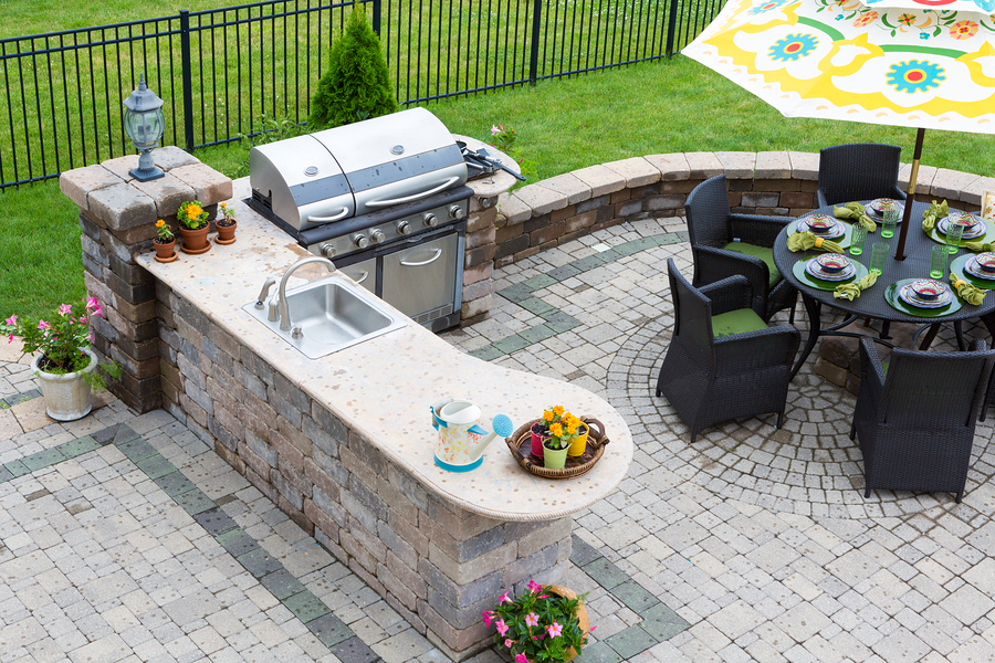 Build An Outdoor Kitchen And Bar